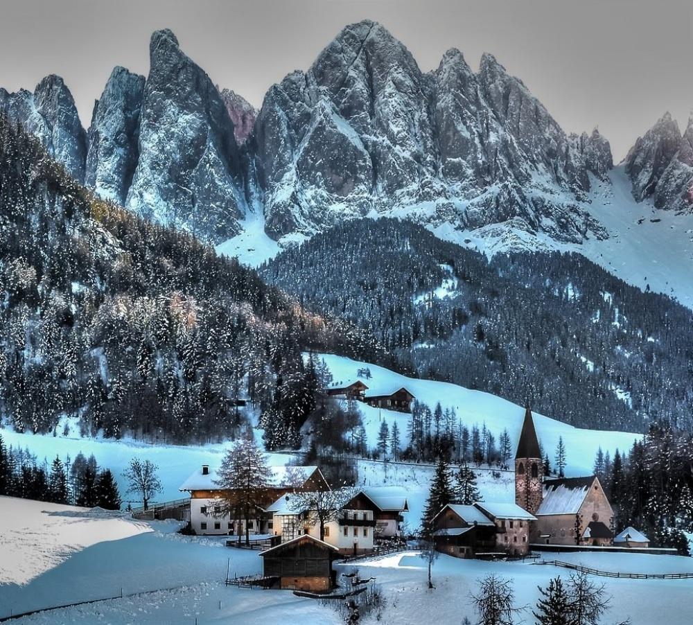 Фюнес, Италия