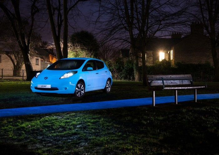 nissan-glow-in-dark-leaf-1