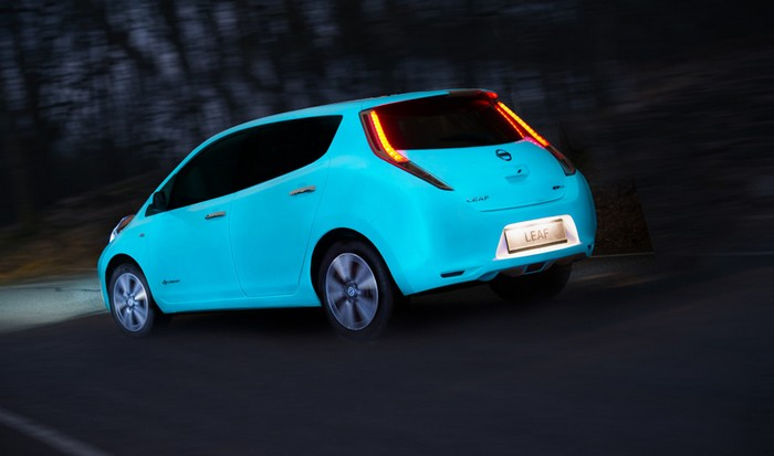 nissan-glow-in-dark-leaf-4