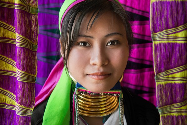 3.-David-Lazar-Long-Neck-Lady-Myanmar-599x400