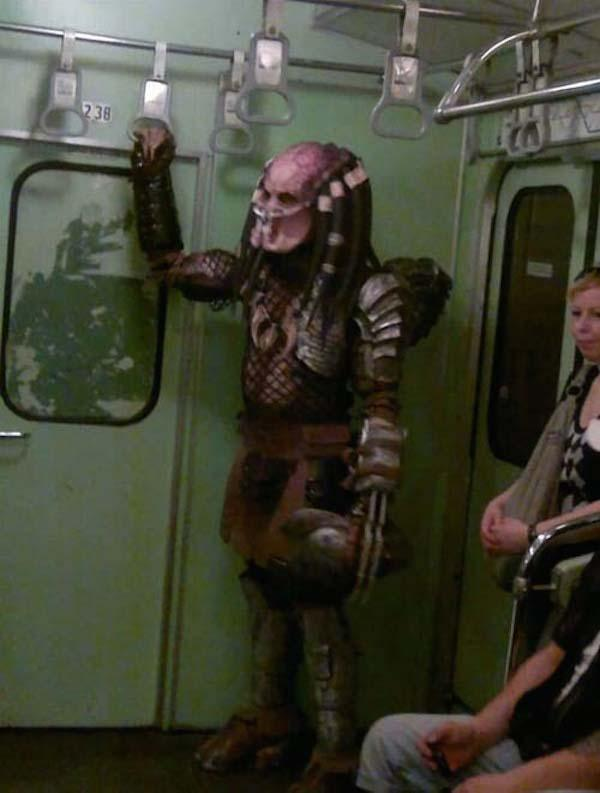 regular-costume-character-predator-subway