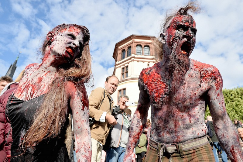 germanii-zombi-parad-eto-interesno-poznavatelno-kartinki_2843688156
