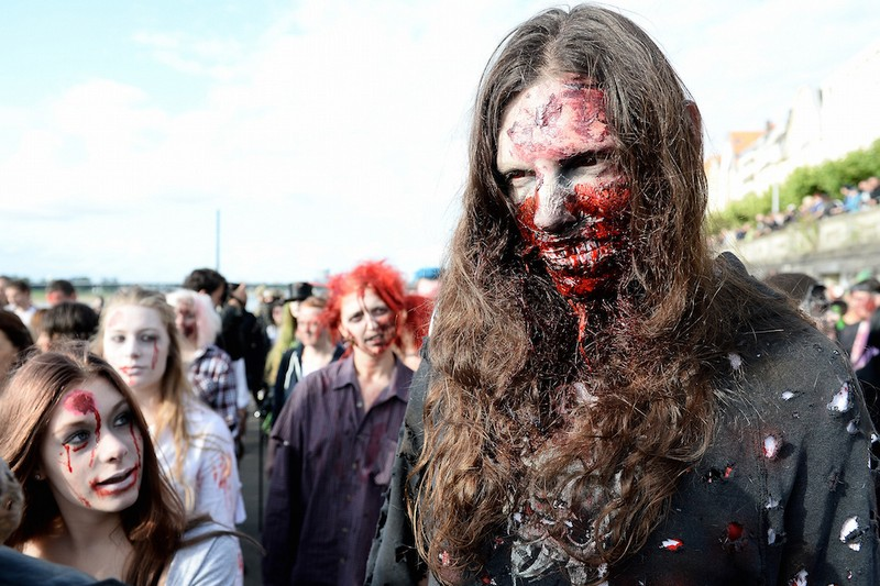 germanii-zombi-parad-eto-interesno-poznavatelno-kartinki_3857344549