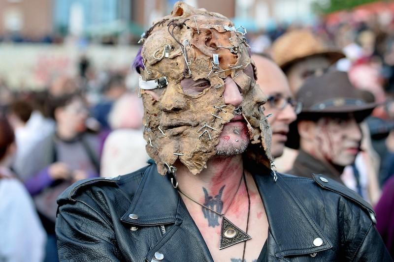 germanii-zombi-parad-eto-interesno-poznavatelno-kartinki_9021104534