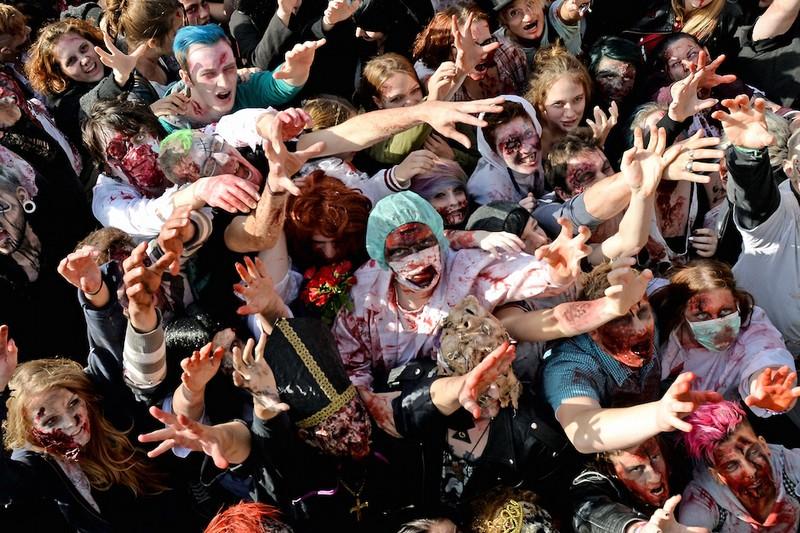 germanii-zombi-parad-eto-interesno-poznavatelno-kartinki_9853317535