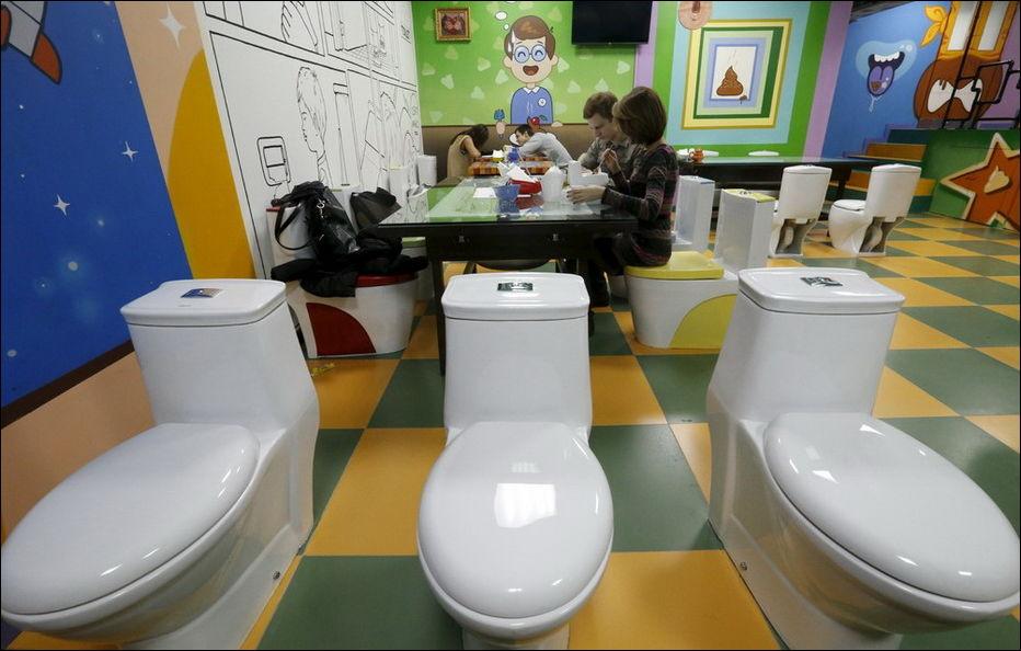 kafe-tualetnoe-otkrylos-eto-interesno-poznavatelno-kartinki_10054641786