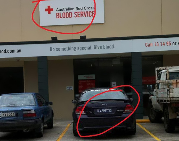 funny-coincidence-placement-fails-36__605