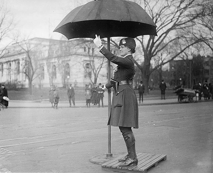 42 Leola N. King First Traffic Cop USA Washington 1918