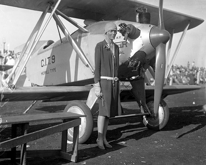 8 Amelia Earhart First Female Aviator Solo Across Atlantic Ocean 1928