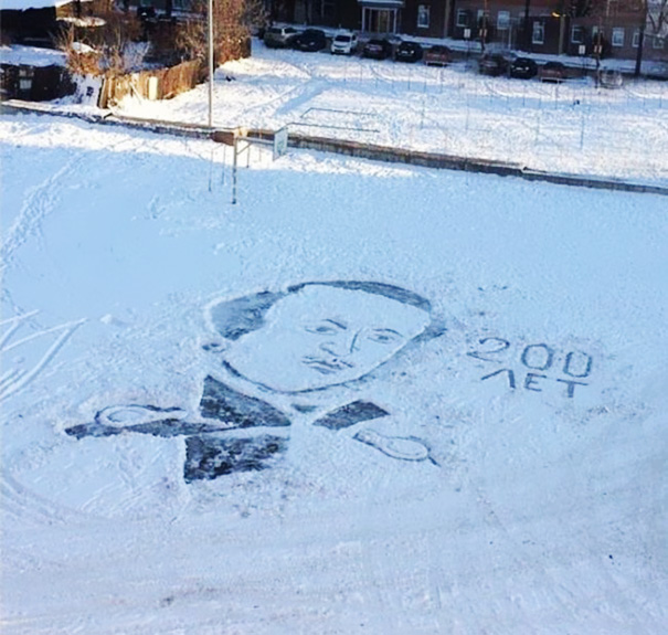school-janitor-makes-snow-drawings-with-his-showel-to-bring-joy-to-children-6__605