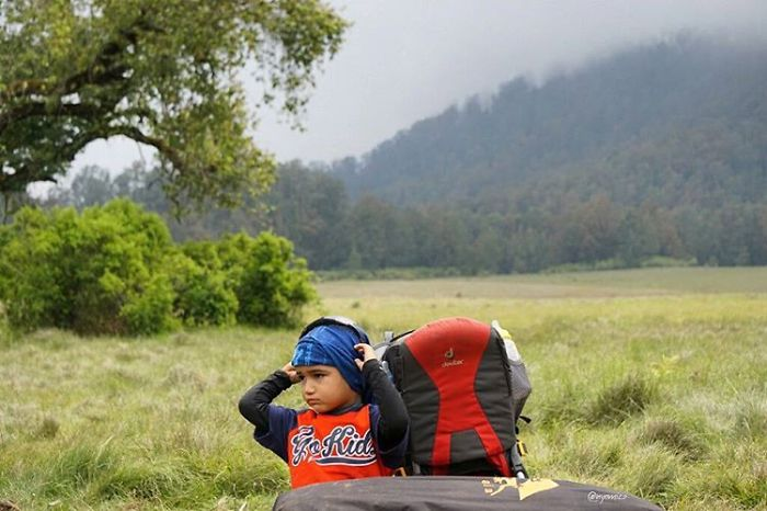meet-max-a-3-years-old-toddler-who-have-hiked-15-mountains-in-indonesia-7__700