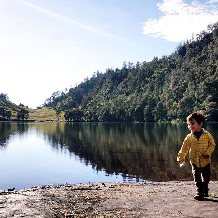 meet-max-a-3-years-old-toddler-who-have-hiked-15-mountains-in-indonesia__700