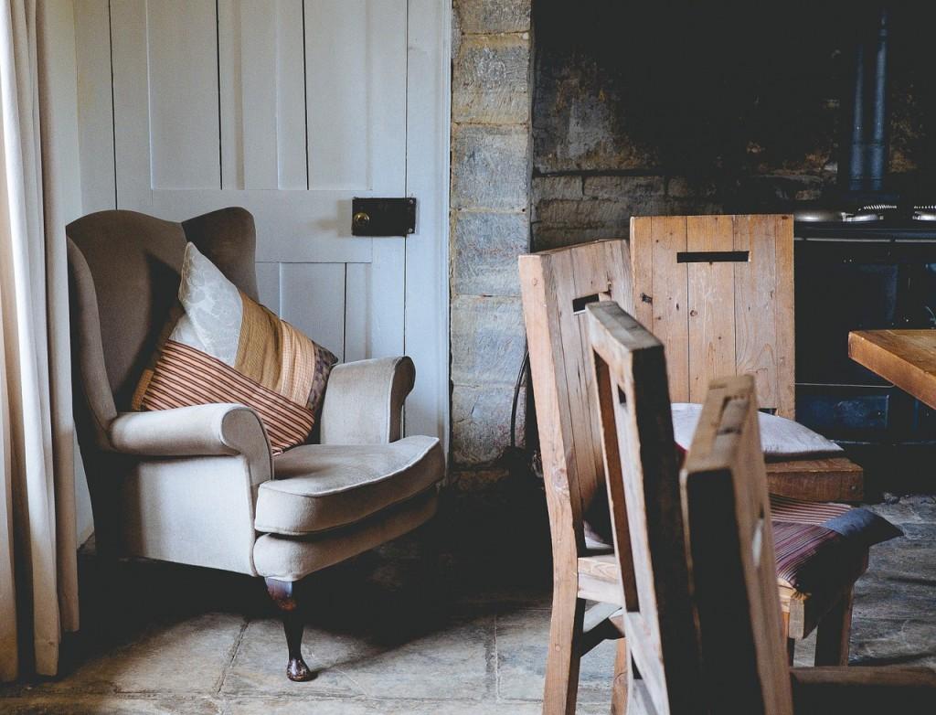 armchair-1031257_1280