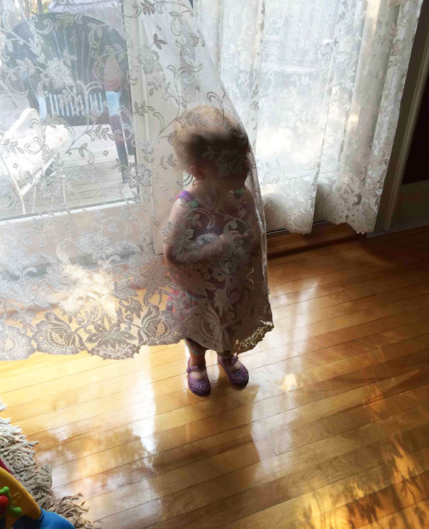 funny-kids-playing-hide-and-seek-211__605
