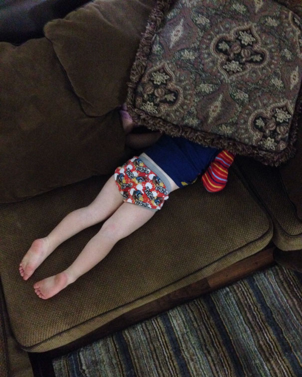 funny-kids-playing-hide-and-seek-231__605