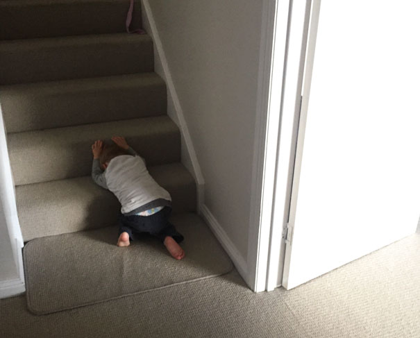 funny-kids-playing-hide-and-seek-421__605