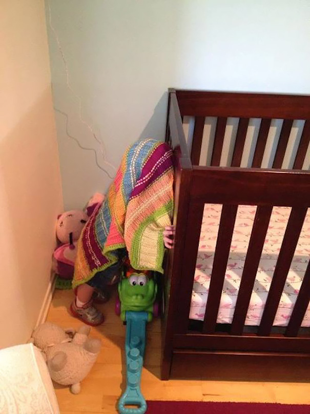 funny-kids-playing-hide-and-seek-45__605