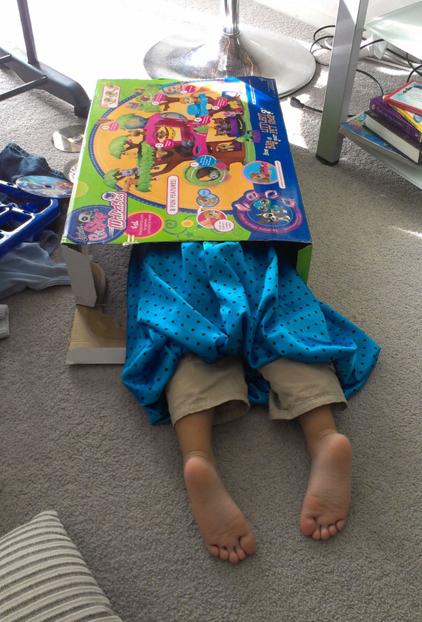 funny-kids-playing-hide-and-seek-551__605