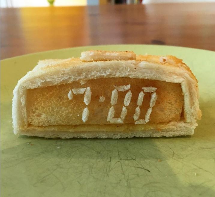 dva-kusochka-hleba-2slicesoftoast-7